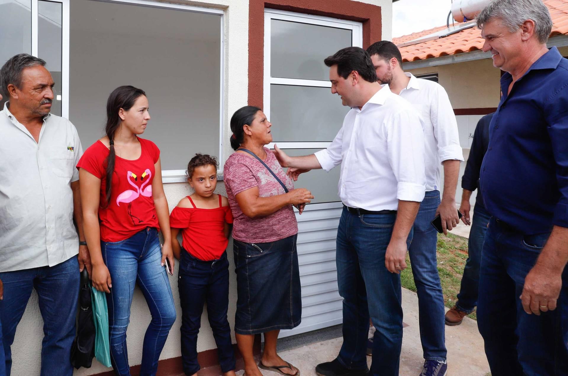 Carlos Massa Ratinho Junior entregou nesta terça-feira as chaves da casa própria a 200 famílias de Jaguariaíva.