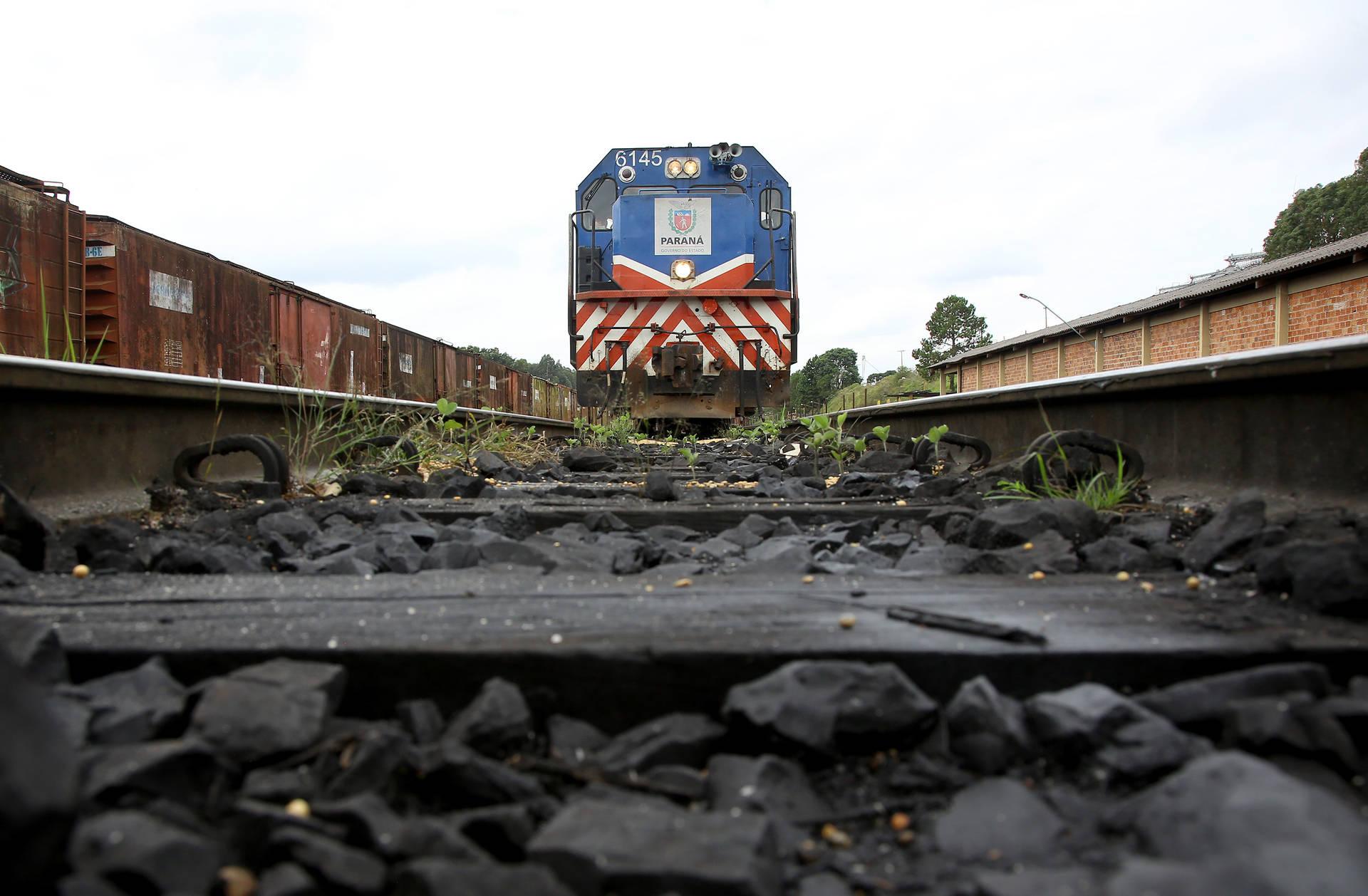 De acordo com a Secretaria da Infraestrutura e Logística, parceria com a Rumo vai fazer com que o volume de produtos transportados na malha ferroviária que liga Cascavel a Guarapuava passe de 1,1 milhão de toneladas por ano para cerca de 2 milhões/ano