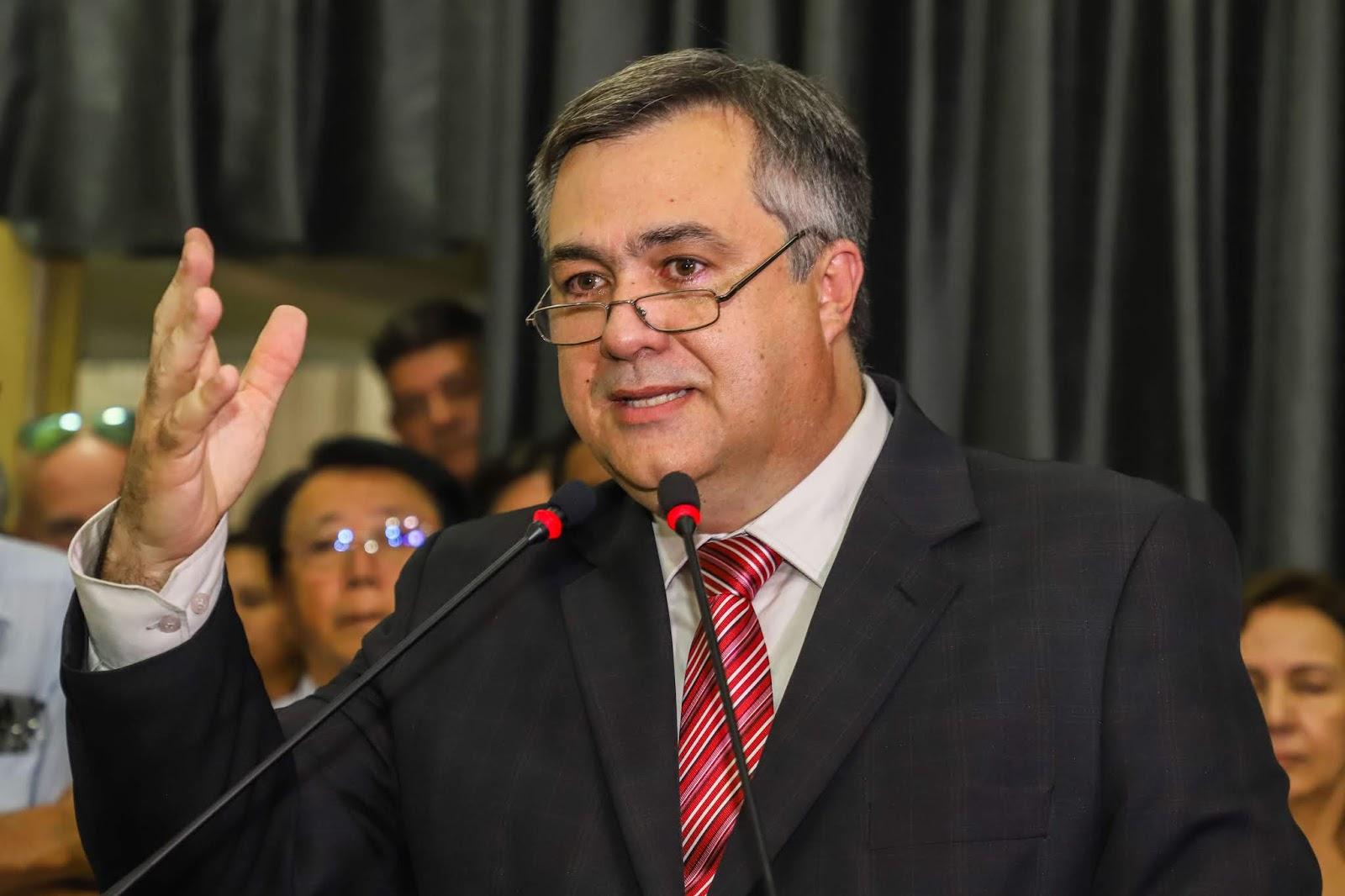 Paciente de Curitiba é um dos 3 da lista de monitorados pelo Ministério da Saúde em todo o país. Pasta já foi notificada, diz secretário