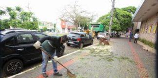 Servidores seguem trabalhando nesta sexta, 17, com serviço de limpeza pública.