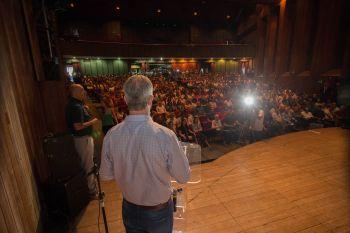 Teatro Calil Haddad ficou lotado para apresentação do mutirão contra dengue