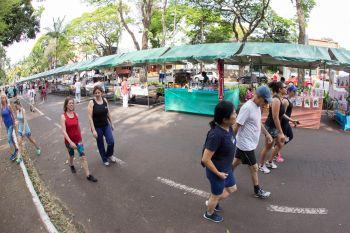 Feira de artesanato no Parque do ingá acrescenta atrativo a um local já consolidado como referência de lazer no domingo para milhares de pessoas