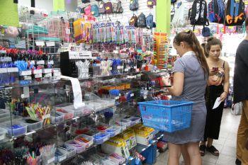 Procon de Maringá realizou pesquisa de preços, de quatro empresas, dos itens básicos que compõem a lista de material escolar.