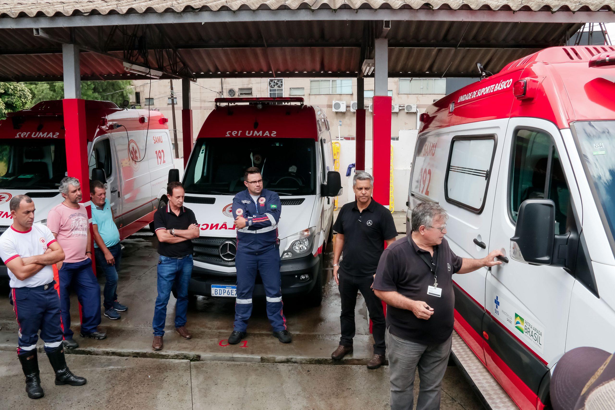 As três ambulâncias e mais uma para Autarquia Municipal de Saúde, foram entregues pelo prefeito e pelo secretário de Estado da Saúde no mês passado