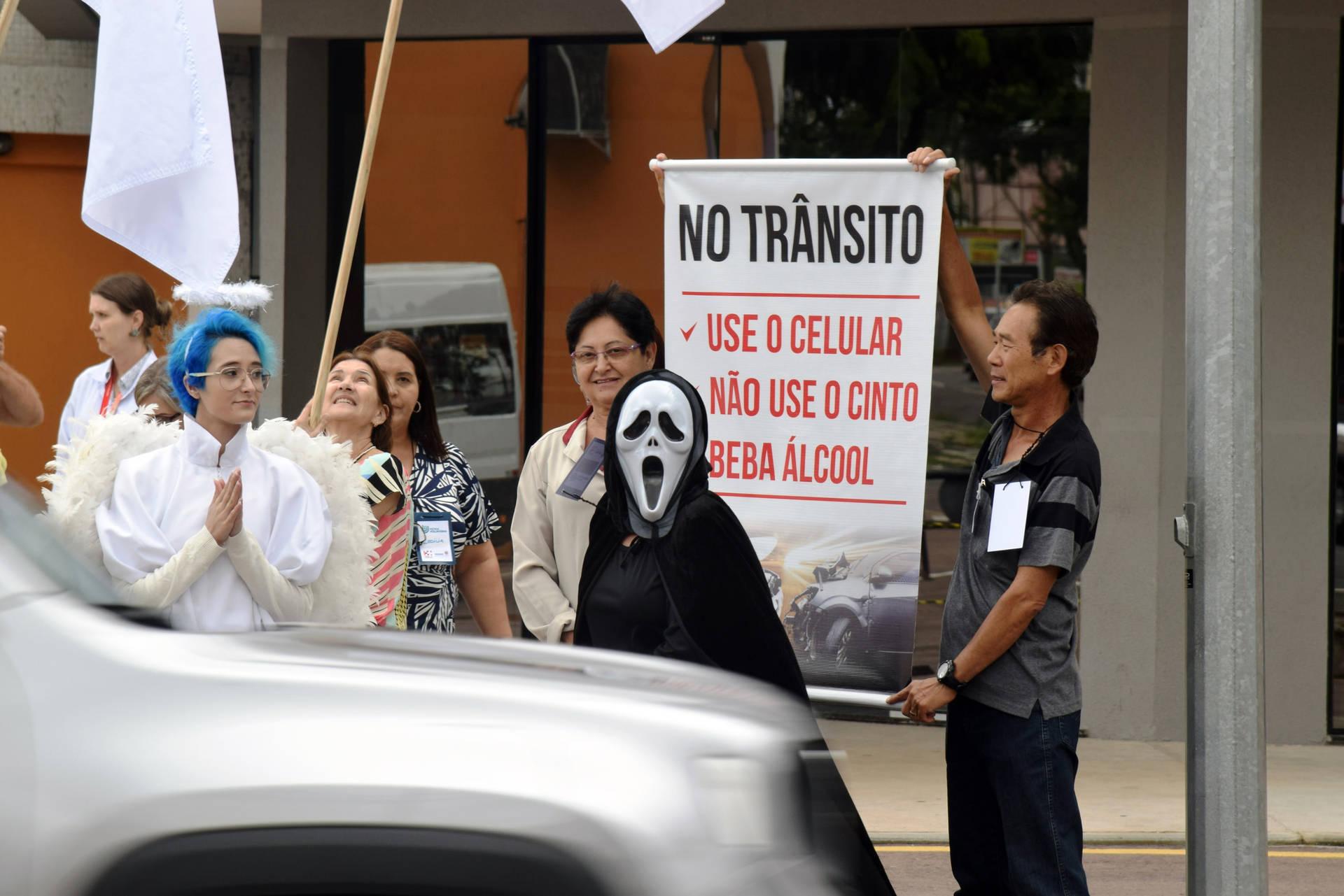 O evento aconteceu na Rua Isaac Guelmann, no bairro Portão, em Curitiba, nesta segunda-feira (3)
