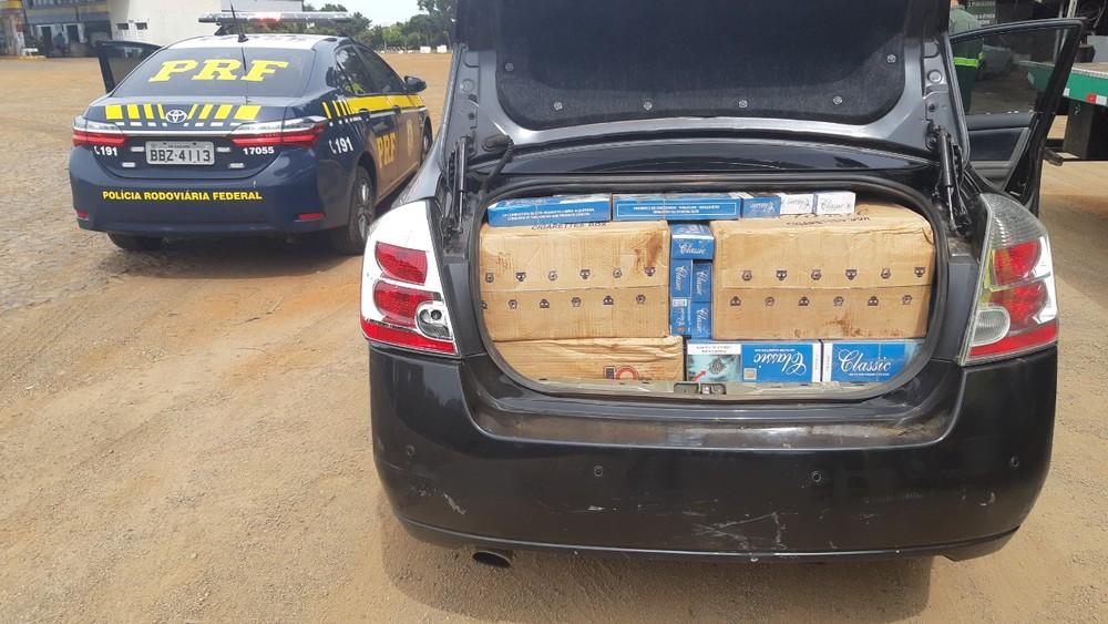 Ao todo, a PRF apreendeu cerca de dez mil carteiras de cigarro contrabandeado do Paraguai - Foto: Divulgação/PRF