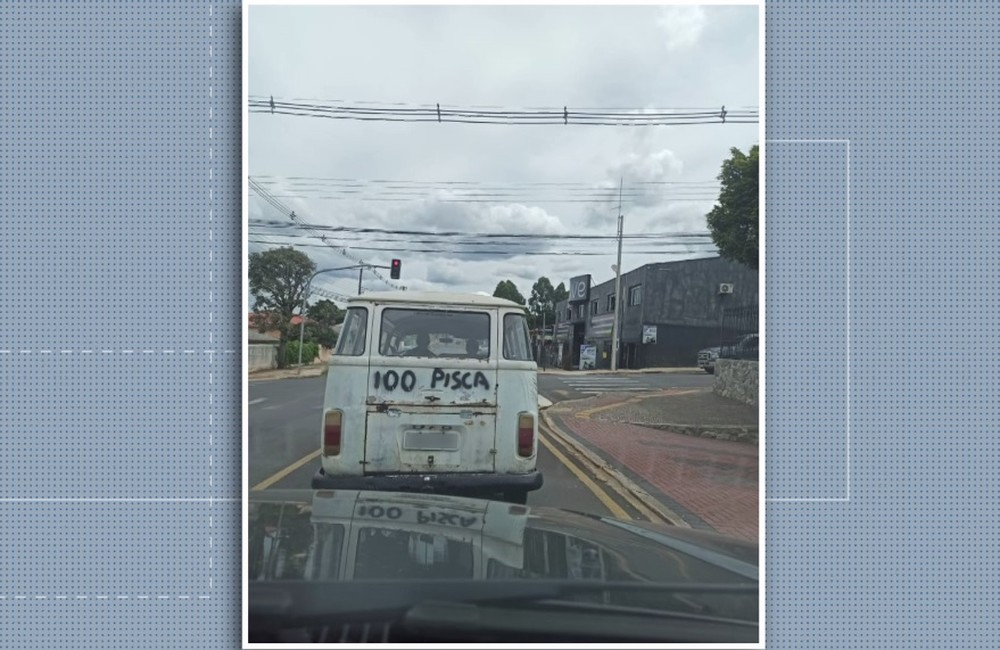 Kombi sem sinalização é flagrada com recado na traseira, em Ponta Grossa - Foto: Gisele Wardani/RPC
