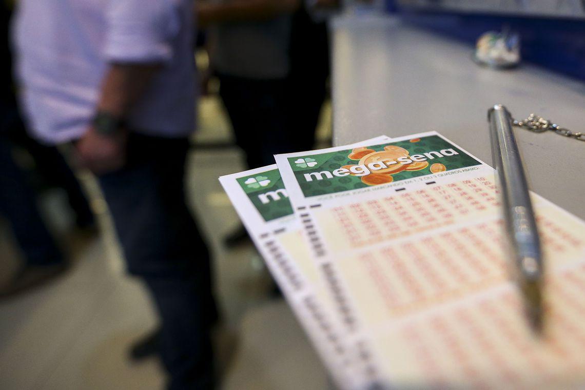 Mega-Sena que está acumulada e pode pagar R$ 70 milhões ao acertador das seis dezenas sorteadas