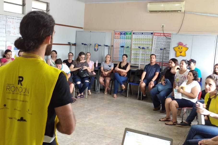 Uma dessas ações, a oficina Vivências Pedagógicas, reuniu na quarta-feira (29) cerca de 110 professores da rede municipal de ensino fundamental e médio, na Escola Municipal Carlos Drummond de Andrade