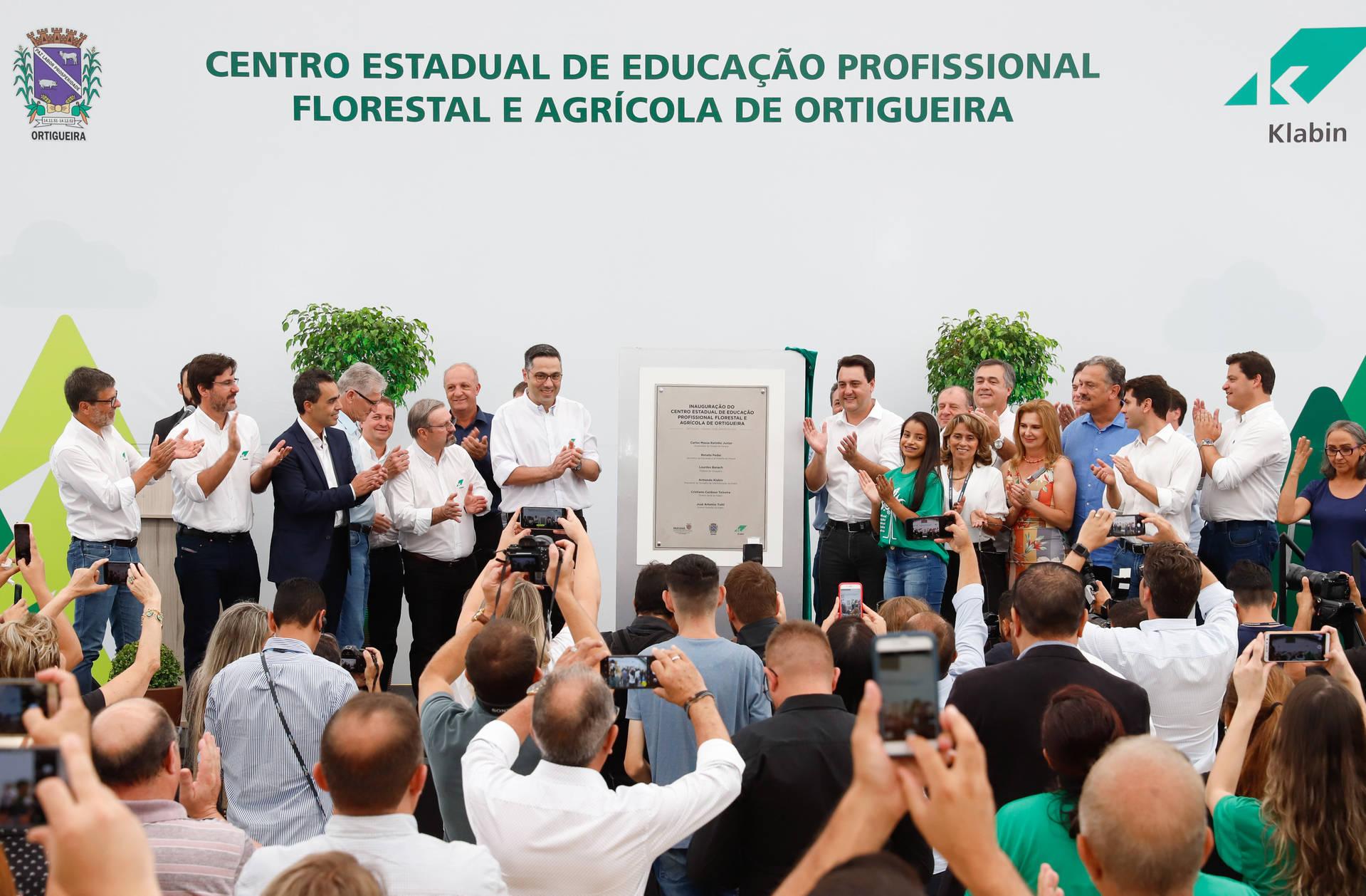 Inaugurado pelo governador Ratinho Junior, novo centro de educação profissional fica em Ortigueira e é fruto de uma parceria entre o Governo do Estado, a Klabin e a prefeitura
