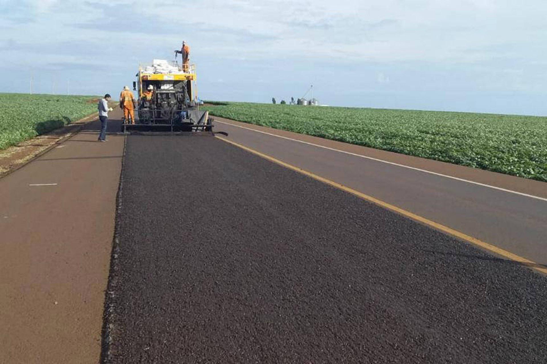 Pontos críticos de trecho de 61 quilômetros da PRC-487 estão recebendo serviços de remendos, microrrevestimento e sinalização. Investimento é de R$ 7 milhões