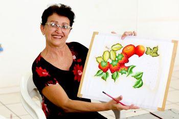 Maria Braga participa das aulas de pintura há 1 ano.