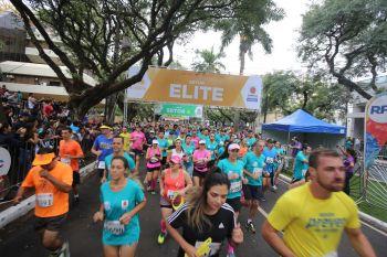 Tradicional prova de rua reúne 8 mil corredores em Maringá