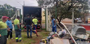 Recolhimento de bens inservíveis prossegue durante todo o dia e será replicado em outras regiões da cidade, além dos distritos de Iguatemi e Floriano