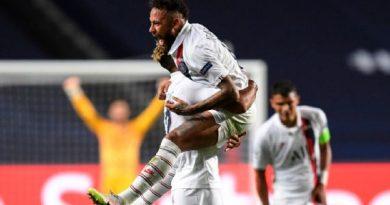 Neymar comemora gol do PSG sobre a Atalanta, pela Champions League EFE